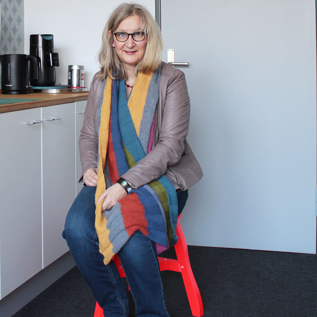 Anke Hedfeld mit Stola aus Drops Alpaca