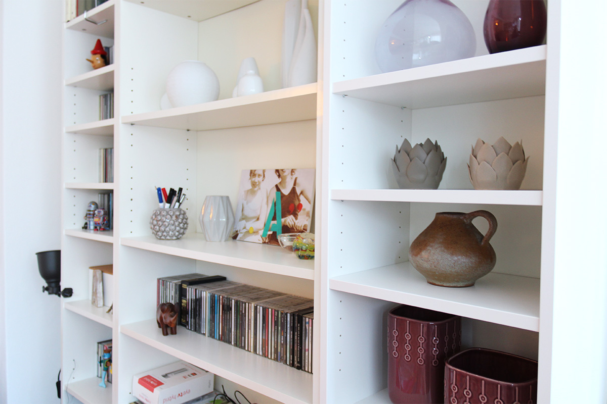 Billy-Shelves displaying vases and other objects