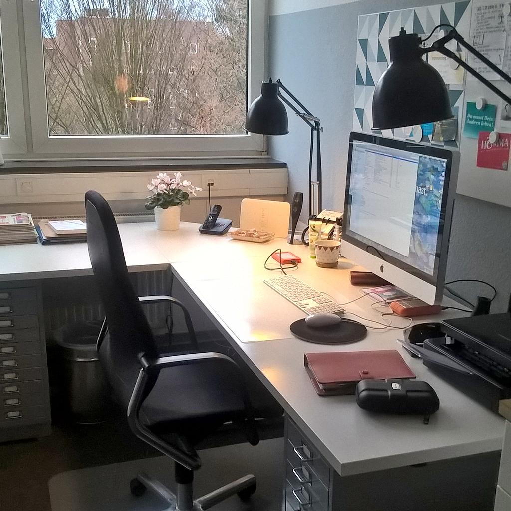 Büroarbeitsplatz aufgeräumt