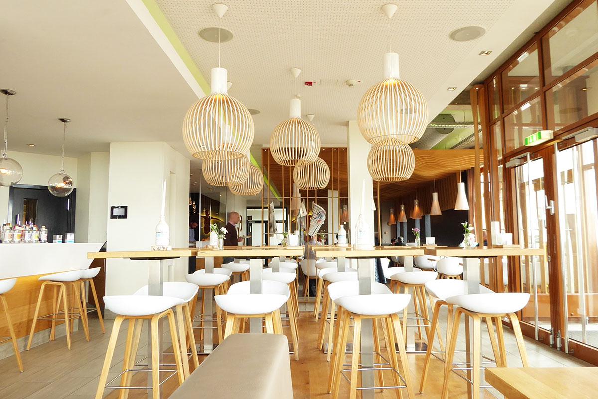Café Bar Deichkind Interieur in Sankt Peter-Ording. Moderne, skandinavische Einrichtung