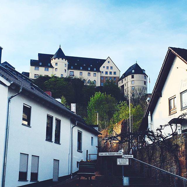 Ebernburg in Bad Münster am Stein, Rheinland-Pfalz. Straßenszene