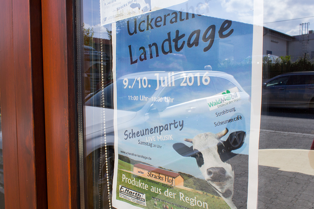 "Plakat in einem Schaufenser ""Uckerather Landtage"""