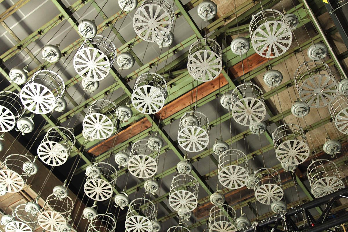 Blick unter die Decke der Waschkaue in der Kokerei Hansa
