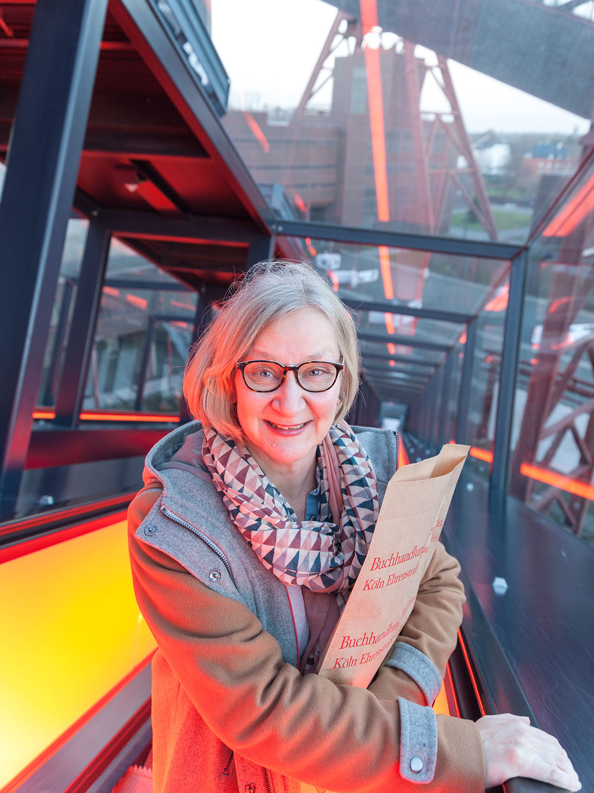 Anke Hedfeld auf der Treppe des Ruhrmuseums der Zeche Zollverein in Essen