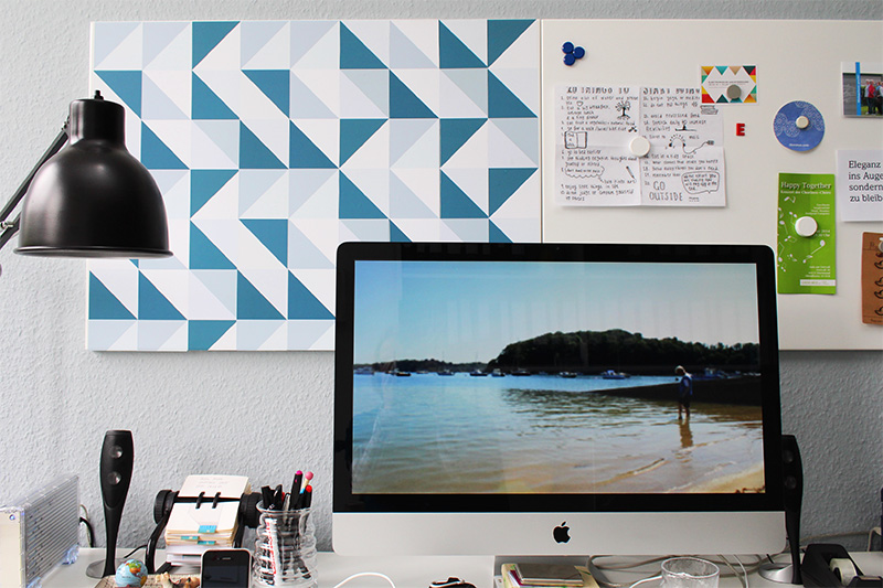 Foto Pinnwand mit selbstklebender Tapete beklebt