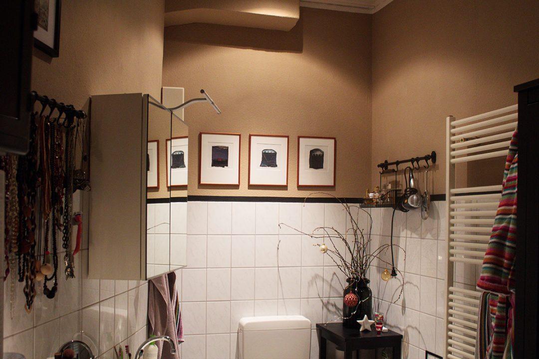 Farbig gestrichenes Badezimmer